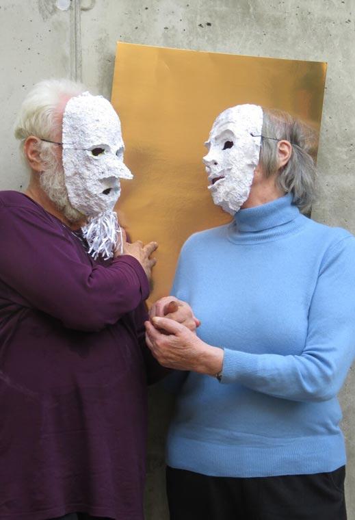Gesichter Paar vor Wand Foto von Nina Kuyumcu